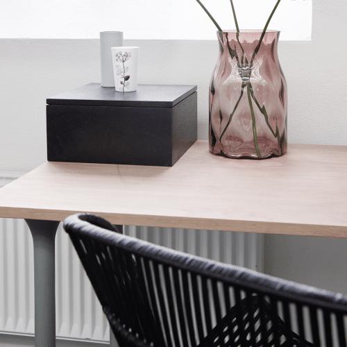 Skrivebord og opbevaringskasse